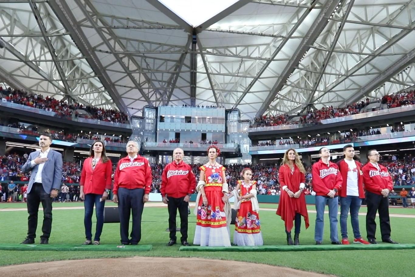 Alfredo Harp en la Inauguración Estadio de beisbol